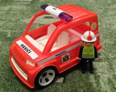 IGRÁČEK Hasičské auto s hasičem obr.1
